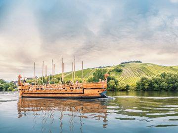 Ansicht auf das Römerschif auf der Mosel bei Neumagen-Dhron.
