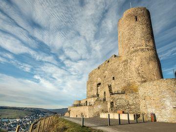 Ansicht auf die Burg Landshut in winterlicher Atmosphäre.